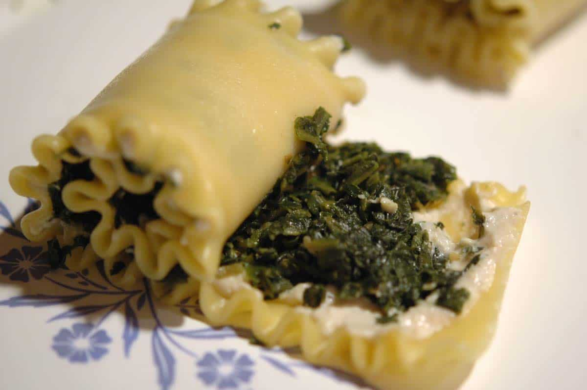 Assembly of lasagna rolls