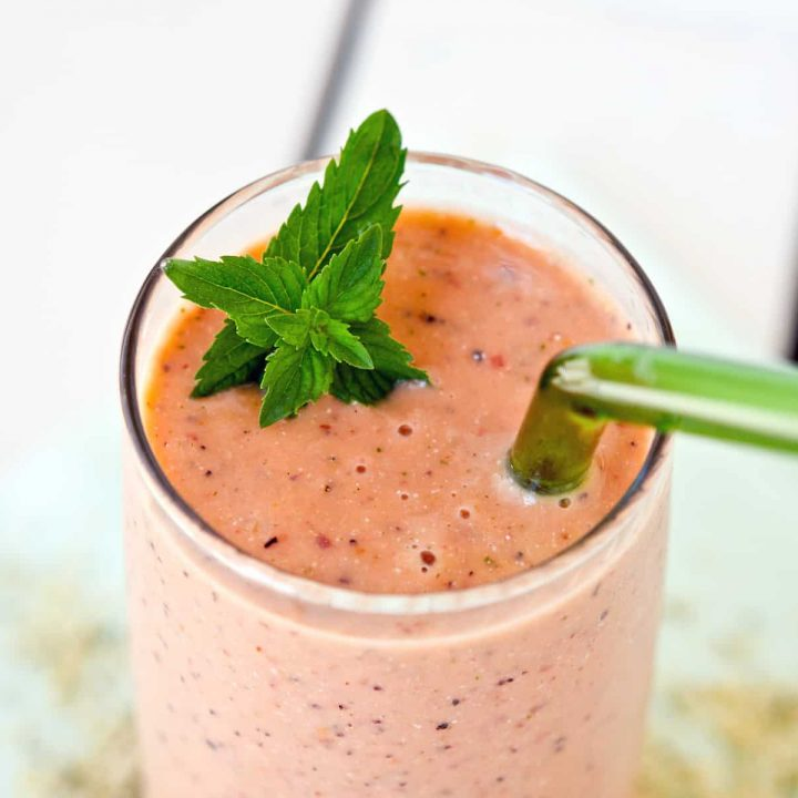 Mint Melon Peach Smoothie, a treat that is great for Summer mornings. The addition of hulled hemp seeds ups the creaminess and protein content, a win-win!