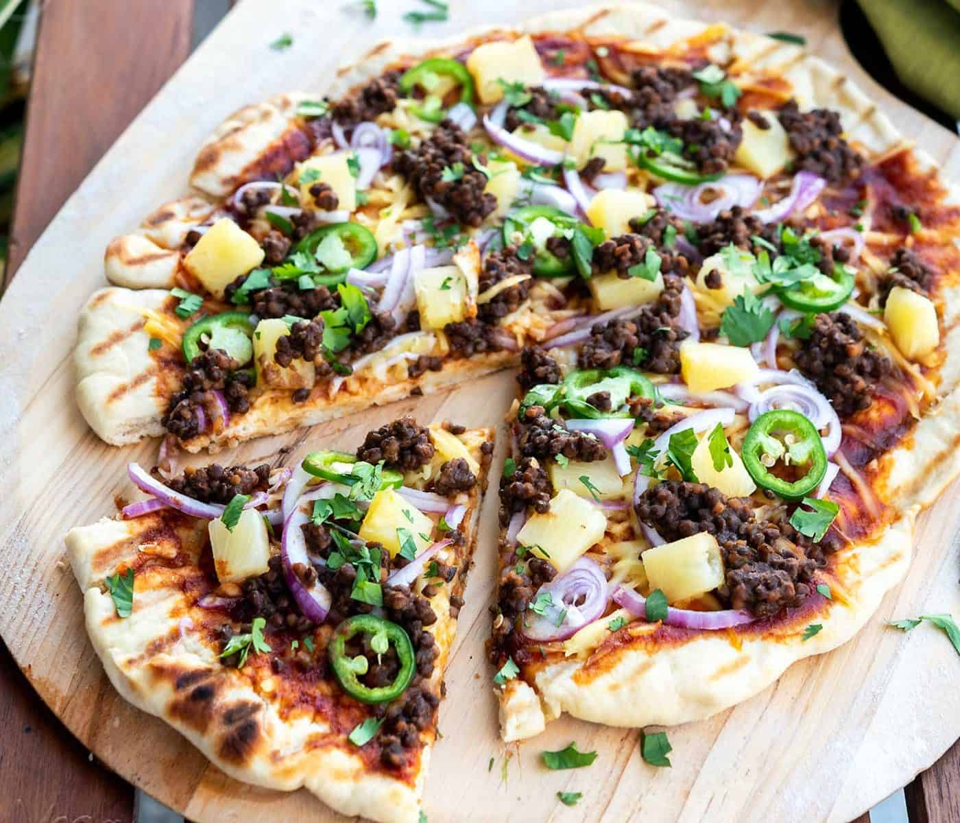 No matter the time of year, pizza always hits the spot! What better way to get your BBQ and pie cravings covered, than with this Grilled BBQ Lentil Pizza?
